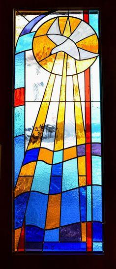 Porte vitrail colombe