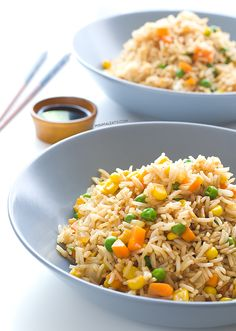Vegan Fried Rice // rice, sweetcorn, green peas, extra virgin olive oil, garlic, onion, carrot, soy sauce