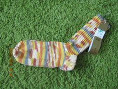 Socken Gr.38. Material: 75% Schurwolle, 25% Polyamid. Pflege: 30° Maschinenwäsche. Preis: 16 Euro. Alle aktuellen Produkte gibt es auf der Webseite: www.hauben-und-socken.at Euro, Material, Hoods, Website, Nursing Care, Products
