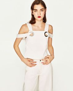 Discover the new ZARA collection online. The latest trends for Woman, Man, Kids and next season's ad campaigns. Zara Tops, Fast Fashion, Girl Fashion, Fashion Design, Cut Shirt Designs, White Cold Shoulder Top, Kleidung Design, Spring Fashion 2017, White Tops