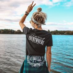 "Gefällt 2,104 Mal, 34 Kommentare - The Parks Apparel (@theparksapparel) auf Instagram: ""Our Travel Everywhere Womens tee and our Kimberley Cabin Fever flannel are now available for…"""
