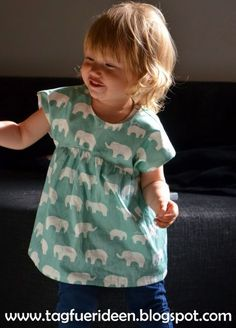 A wonderful free cut I found at the dear Teri aka Clim . Ein wundervoller gratis Schnitt habe ich gefunden bei der lieben Teri alias Clim… A wonderful free cut I found at the lovely Teri aka Climbing the Willow and her beautiful Izzy To … Baby Clothes Patterns, Sewing Patterns Free, Free Sewing, Clothing Patterns, Free Pattern, Kids Clothing, Sewing Projects For Kids, Sewing For Kids, Baby Sewing
