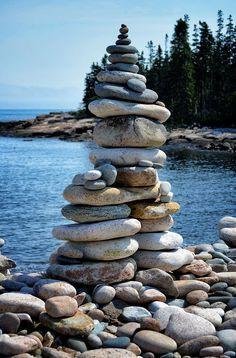 Multi-Pillar rock cairn