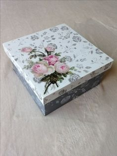 Decoupage Vintage, Decoupage Wood, Cigar Box Art, Paper Mache Boxes, Wood Craft Patterns, Box Roses, Handmade Tiles, Jewellery Boxes, Vintage Box