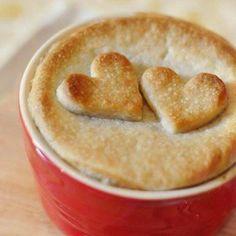 Vegan Pot Pie - a new twist on a classic comfort food Vegan Christmas, Vegan Thanksgiving, Christmas Eve, Veggie Recipes, Vegetarian Recipes, Pizza Recipes, Cute Food, Yummy Food, Delicious Recipes