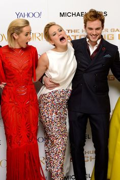 18 Hilarious Red-Carpet Bloopers #refinery29 I love this photo!