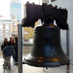 TURISCURIOSA EN USA: DÍA 10. PRINCETON Y FILADELFIA, LA CIUDAD QUE ME CONQUISTÓ. Campana de la libertad: la fisura apareció la primera vez que se tocó.