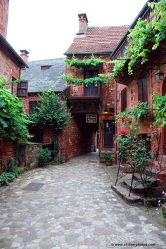 Collonges la Rouge, Corrèze - one of the most beautiful villages in France.the whole village is made out of this red brick. Limousin, Visit France, South Of France, Saint Junien, Places Around The World, Around The Worlds, Beautiful World, Beautiful Places, Belle France