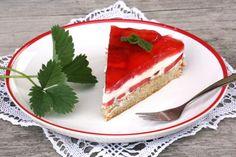 Jahodová torta - recept  Svieža jahodová tortička s tvarohovou náplňou.