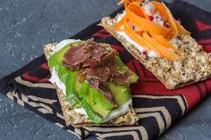Knäckebrot mit Avocado via lunchforone.de