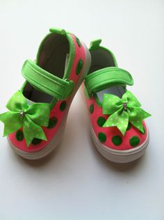 Make your baby the cutest little one in town with a pair of hand painted, Latin-inspired footwear from Deco Baby Shoes. #babysteps