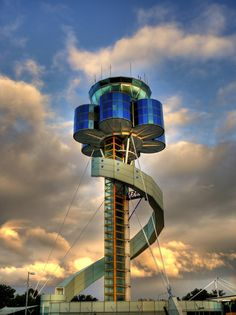Control Tower at Sydney (Kingsford Smith) Airport. Unusual Buildings, Amazing Buildings, Amazing Architecture, Architecture Details, Modern Architecture, Airport Control Tower, Home Design Images, Air Traffic Control, Beau Site