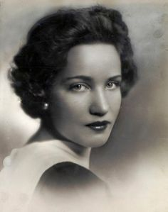 Edith Bouvier Beale of Grey Gardens .