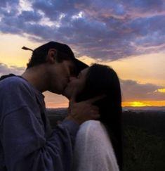 Couples Vintage, Romantic Couples, Romantic Ideas, Couple Goals Relationships, Relationship Goals Pictures, Couple Relationship, Relationship Videos, Cute Couple Pictures, Couple Photos