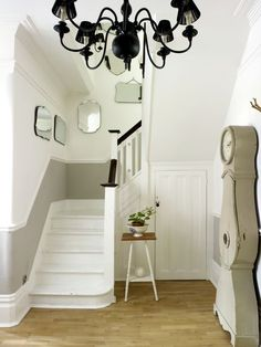 It's not just any old white, kids! Farrow&Ball paints, lots of different shades of white with stylist Heidi Maude. Farrow Ball, Grey Hallway, Dado Rail Hallway, Hallway Storage, Pavilion Grey, Hallway Inspiration, Hallway Ideas, Victorian Hallway, Stairway Lighting
