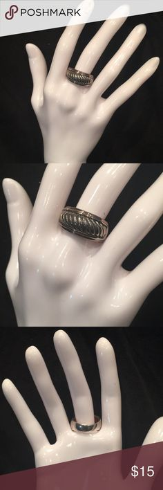 Ring Pretty and simple silver tone  ring rhodium plated  New  Excellent quality Jewelry Rings