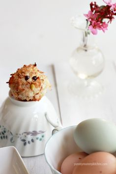 """audrey says, """"looks like a puffer fish""""  spring macaroon chicks recipe"""