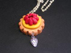 collier pendentif tarte aux fraises en fimo de Jewelry fimo sur DaWanda.com