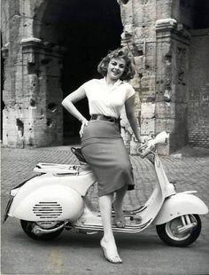 Piaggio Vespa, Lambretta Scooter, Vespa Scooters, Vespa Motorcycle, Motos Vespa, Vintage Vespa, Vespa Girl, Scooter Girl, Sidecar