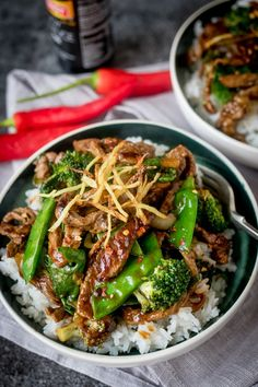 picy Ginger Beef stir fry – tender beef sirloin with crispy ginger, green veg and a simple-but-tasty Chinese-inspired sauce.