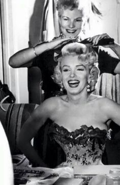 Marilyn Monroe: Il Make-Up - Timeless Beauty Fotos Marilyn Monroe, Marylin Monroe, Classic Hollywood, Old Hollywood, Vintage Hairdresser, Vintage Hair Salons, Hair Quotes, Norma Jeane, Retro Hairstyles