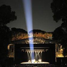 La Versiliana Festival - Il prestigioso Festival La Versiliana di Marina di Pietrasanta affigge 32 titoli di grande spettacolo nel cartellone della sua XXXIII edizione che prenderà il via il 14 luglio e proseguirà fino a fine agosto. Nel teatro all'aperto immerso nella lussureggia...