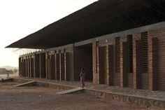 Galería de Escuela Primaria en Gando / Kéré Architecture - 2