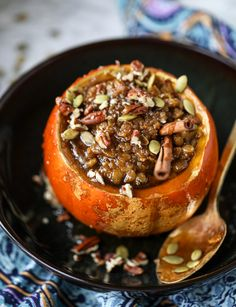 Pumpkin pie oatmeal with a crunchy, delish brown sugar brulee topping. This is the most delicious and warming breakfast or brunch recipe. Pumpkin Pie Oatmeal, Pumpkin Spice, Pumpkin Pumpkin, Thanksgiving Recipes, Fall Recipes, Brunch Recipes, Breakfast Recipes, Breakfast Options, Vegetarian Recipes