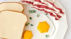 欧文フォントを食べ物で表現したペーパークラフト!? 「Times」→ 英国式朝食、「Courier New」→コーン入りサンドイッチetc