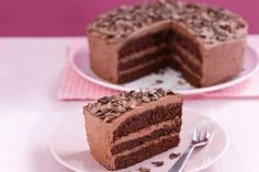Traditional layers of chocolate cake sandwiched together with sweet chocolate icing is designed to please for any occasion, whether a birthday party or afternoon tea. Tasty Chocolate Cake, Chocolate Icing, Köstliche Desserts, Dessert Recipes, Charlotte Au Fruit, Kolaci I Torte, Cake Chocolat, Layer Cake Recipes, Cake Icing