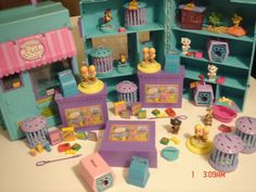 Oh yes My littlest Pet shop.  the BEST part of having it was having this set of cages and pet shop stuff.  OMG