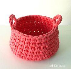 Possible kitty basket? Crochet Storage, Crochet Box, Crochet World, Love Crochet, Learn To Crochet, Crochet Crafts, Yarn Crafts, Crochet Projects, Knit Crochet