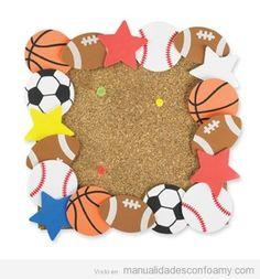 Marco de fotos en goma eva para niños con balones de deportes