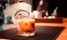 Kahlua White Russian Cocktail Recipe Cocktails, Beverages with vanilla vodka, kahlua, light cream Drinks Com Vodka, Kahlua Drinks, Vodka Cocktails, Vodka Cran, Drinks Alcohol, Alcoholic Drinks, Sweet Cocktails, Classic Cocktails, Soda Italiana