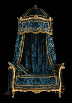 Bed attributed to Louis Delanois,  Former Lagerfeld collection