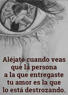 Aléjate cuando veas que la persona a la que entregaste tu amor es la que lo está destrozando.