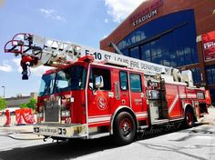 #FDIC2017 @jolenegillette -  St. Louis Fire Department E-10 with S.A.M. system old truck with new technology. #stlouisfiredepartment .  ___Want to be featured? _____ Use #chiefmiller in your post ... http://ift.tt/2aftxS9 . CHECK OUT! Facebook- chiefmiller1 Periscope -chief_miller Tumblr- chief-miller Twitter - chief_miller YouTube- chief miller .  #firetruck #firedepartment #fireman #firefighters #ems #kcco  #brotherhood #firefighting #paramedic #firehouse #rescue #firedept  #workingfire…