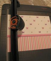 http://dollhousedecorating.blogspot.com/2009/11/how-to-put-wallpaper-in-your-dollhouse.html