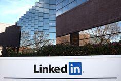 O LinkedIn chegou a 300 milhões de usuários, aumento de 100 milhões em relação a janeiro de 2013, crescimento atribuído em parte à sua estratégia móvel. A rede profissional conta agora com 10% dos trabalhadores de todo o mundo, com o Brasil aparecendo na 3ª posição, atrás dos EUA e Índia. Na INFO Online ♦ por Gustavo Gusmão.