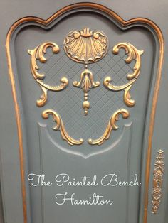 Chalk Paint™ by Annie Sloan. 1:2 Aubusson & French Linen with gilding wax!  Perfection!