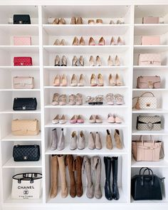 14 Walk In Closet Designs For Luxury Homes A selection of 14 walk in closet designs that are both elegant and charming. Walk In Closet Design, Bedroom Closet Design, Master Bedroom Closet, Closet Designs, Bag Closet, Closet Shoe Storage, Shoe Closet Organization, Shoe Shelf Diy, Clothing Organization