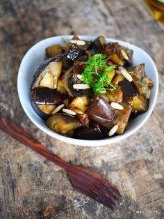 Salade d'aubergines fondantes via Eggplant Salad, Ramadan Recipes, Ramadan Food, Salad Bar, World Recipes, How To Cook Quinoa, Soul Food, Food Videos, Entrees
