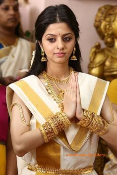 vedhika_in_traditional_kerala_jewellery