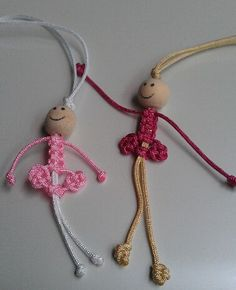 Macrame doll - picture onlyIf your creative hands are itching to make super easy and fast craft projects, then this list of easy crafts to make and sell with lots of DIY Tutorials will surely tickle your fancy. Paracord Projects, Macrame Projects, Craft Projects, Micro Macrame, Macrame Knots, Easy Crafts To Make, Diy And Crafts, Bracelet Fil, Macrame Patterns