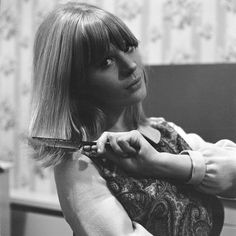 Marianne Faithfull brushing her hair   ca. 1964   Photographed by Jim Simpson