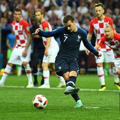 France Croatie : La Finale De La Coupe Du Monde De Football En Direct Et En Photos ( 49 Football Soccer, Soccer Ball, Antoine Griezmann, Champions, Tik Tok, Sports, Photos, Image, Thanks