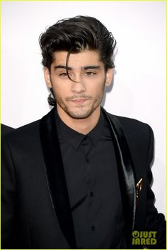 one direction american music awards 03 One Direction looks coordinated in black ensembles at the 2014 American Music Awards held at the Nokia Theatre L.A. Live on Sunday (November 23) in Los Angeles.…
