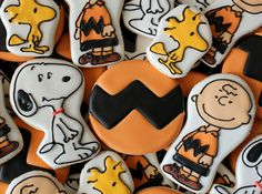 Im such a Peanuts fanatic if I had an artistic bone in my body I would definitely make these cookies for me and my little booskie