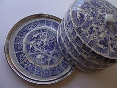 The Blue Willow Cake Dome (TheMosaicButterfly) Tags: vintage bluewillow etsy cakedome themosaicbutterfly Blue Willow China, Blue And White China, Willow Dome, Mosaic Tray, Cake Dome, Vintage Cake Stands, Willow Pattern, Broken China, Ceramic Knobs