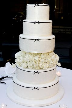 Classic Tiered Cake Personally I Like It Better Without The Flowered Tier